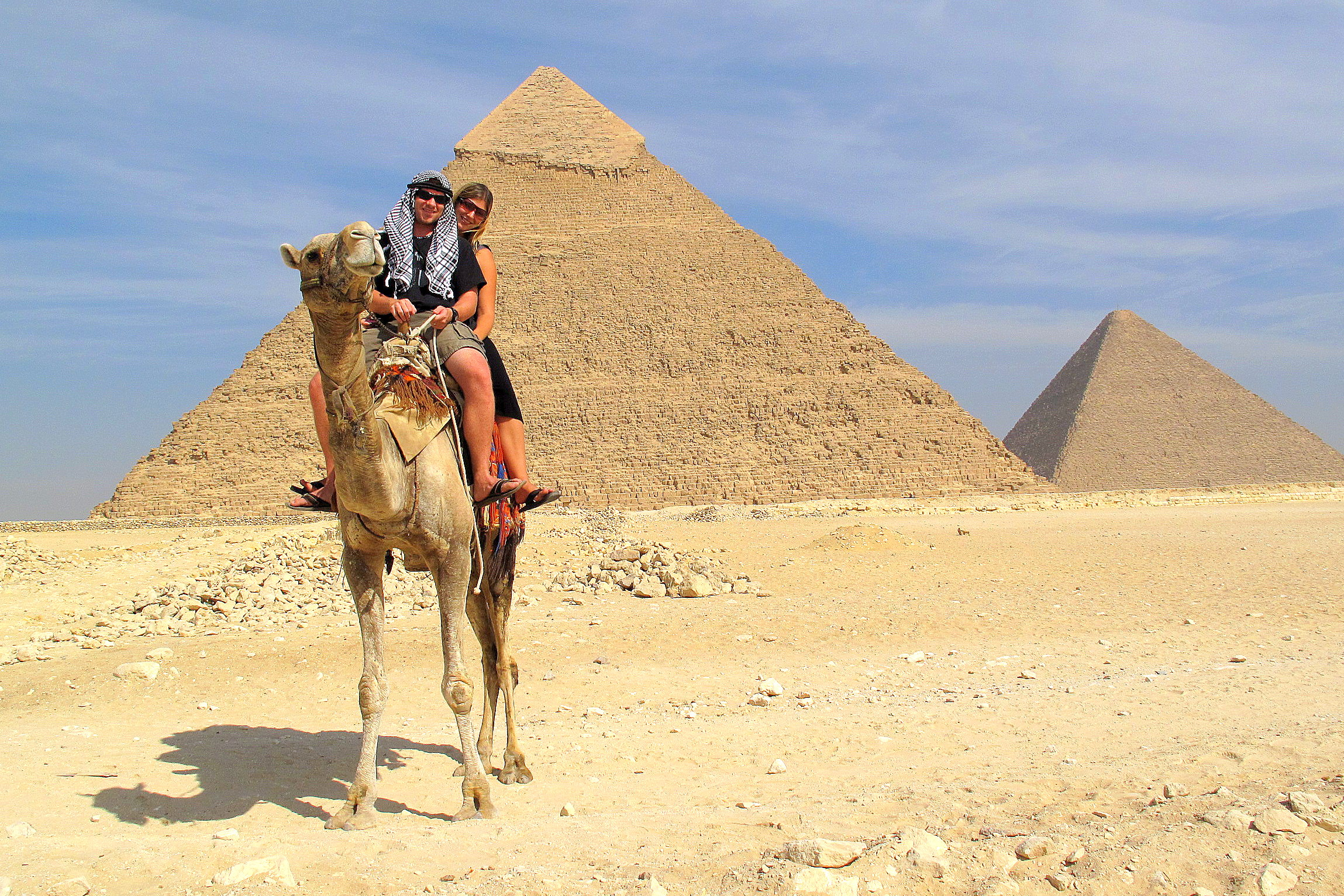 camel couple pyramid