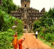 buddhist-monks-cambodia-angkor