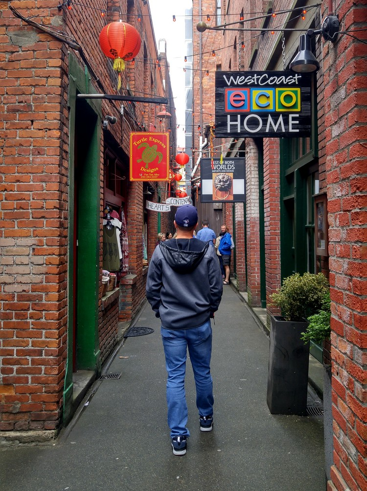 fan tan alley china town Victoria British Columbia