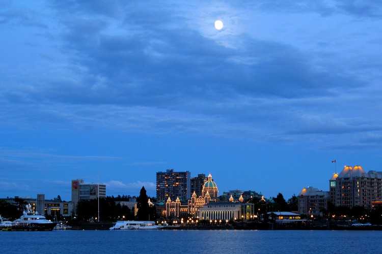 Landscape view of Victoria Parliament Buildings at night with full moon
