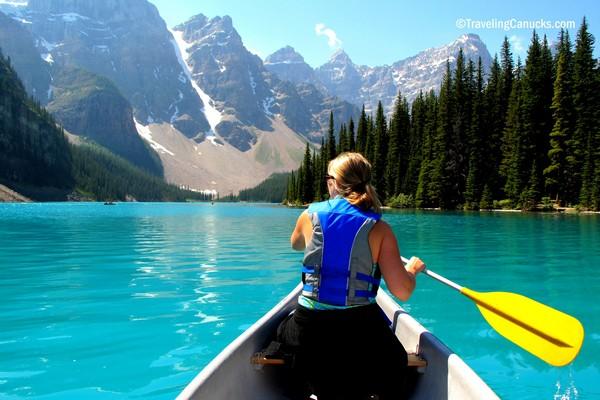 canoe-moraine-lake-banff-alberta