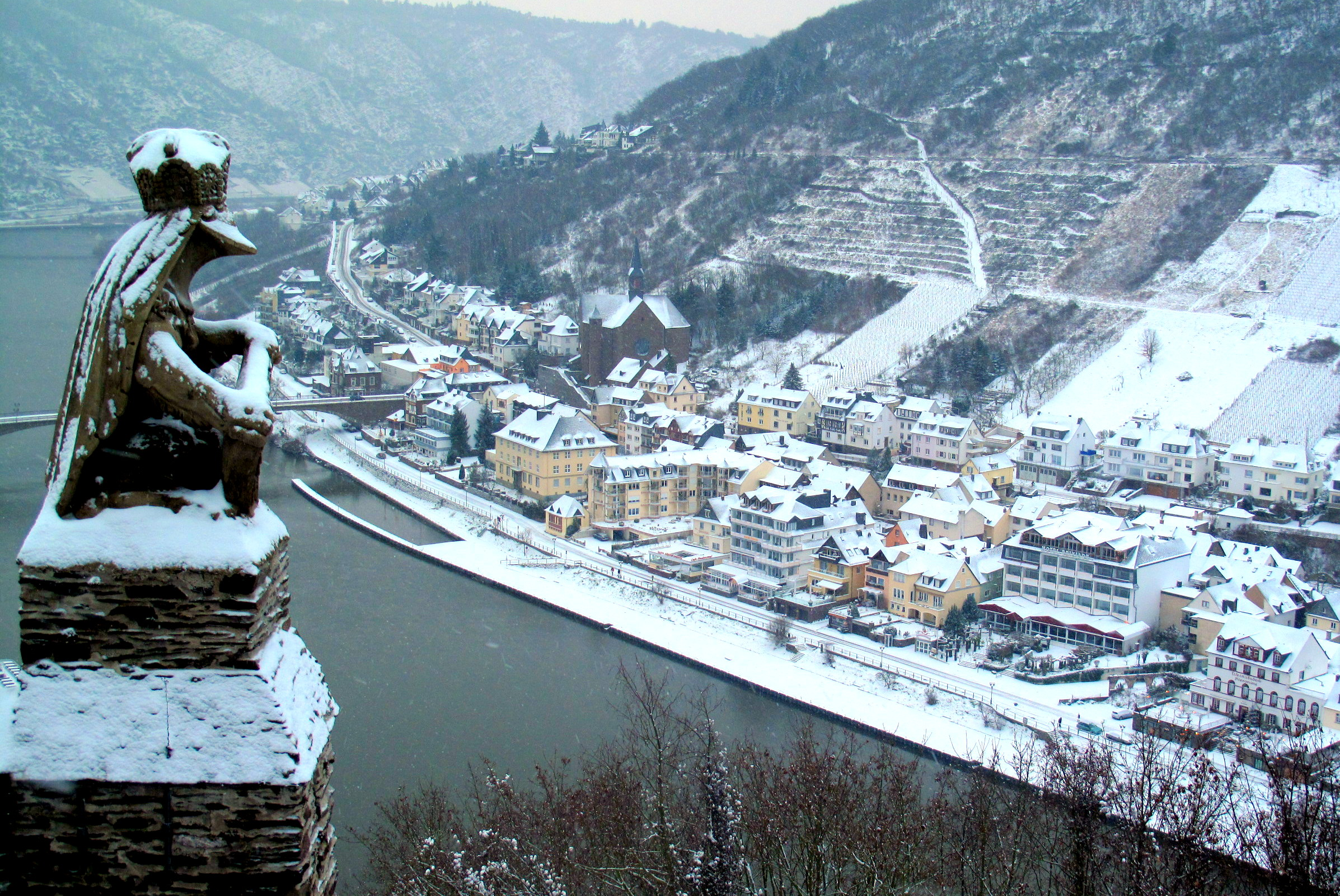 Under a blanket of snow – Scenes from Cochem, Germany