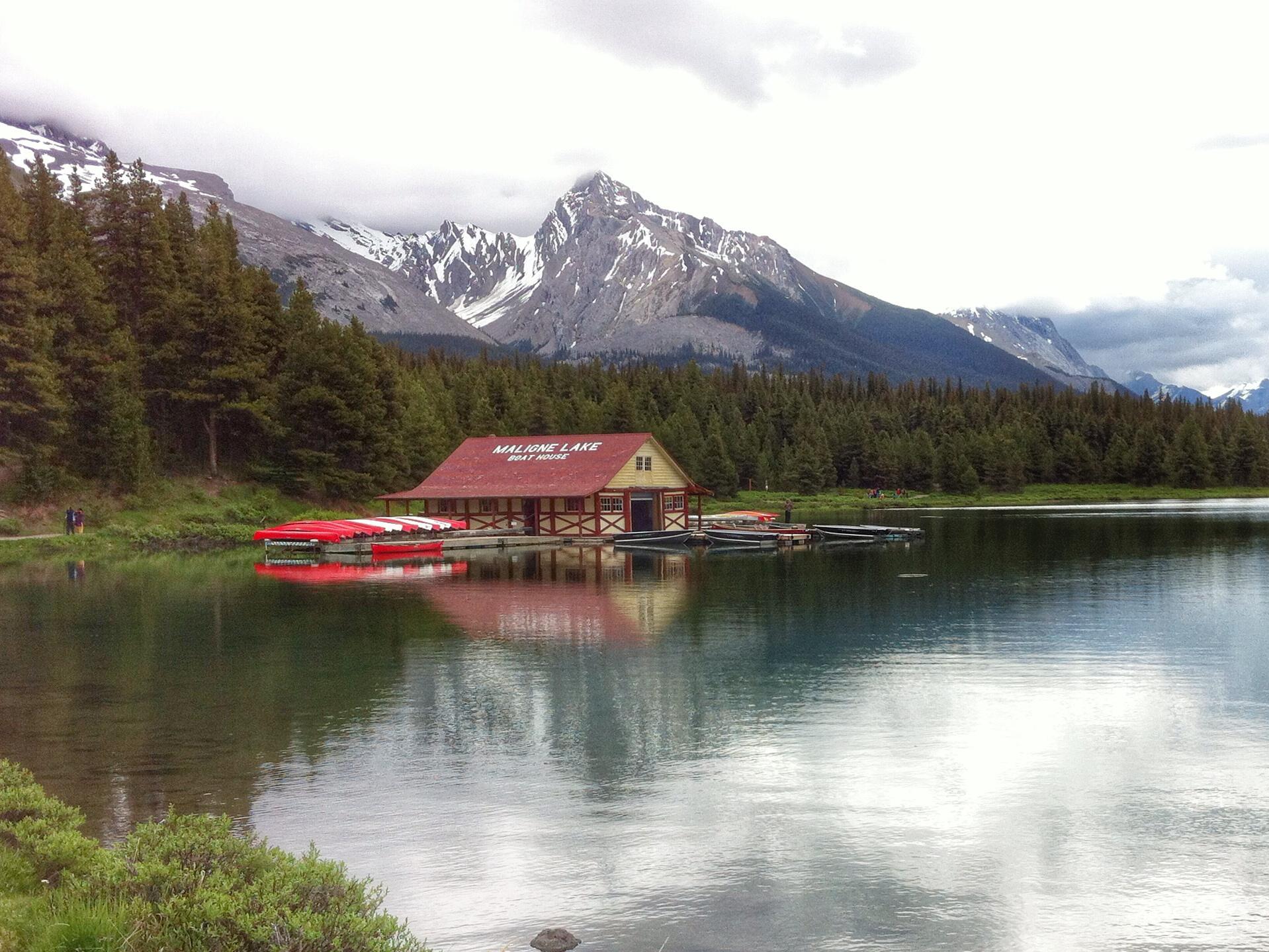 maligne-lake-jasper-alberta