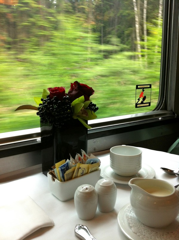 Dining car, VIA Rail, train