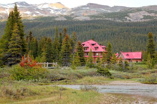 Simpson's Num-ti-jah lodge, Bow Lake, Alberta