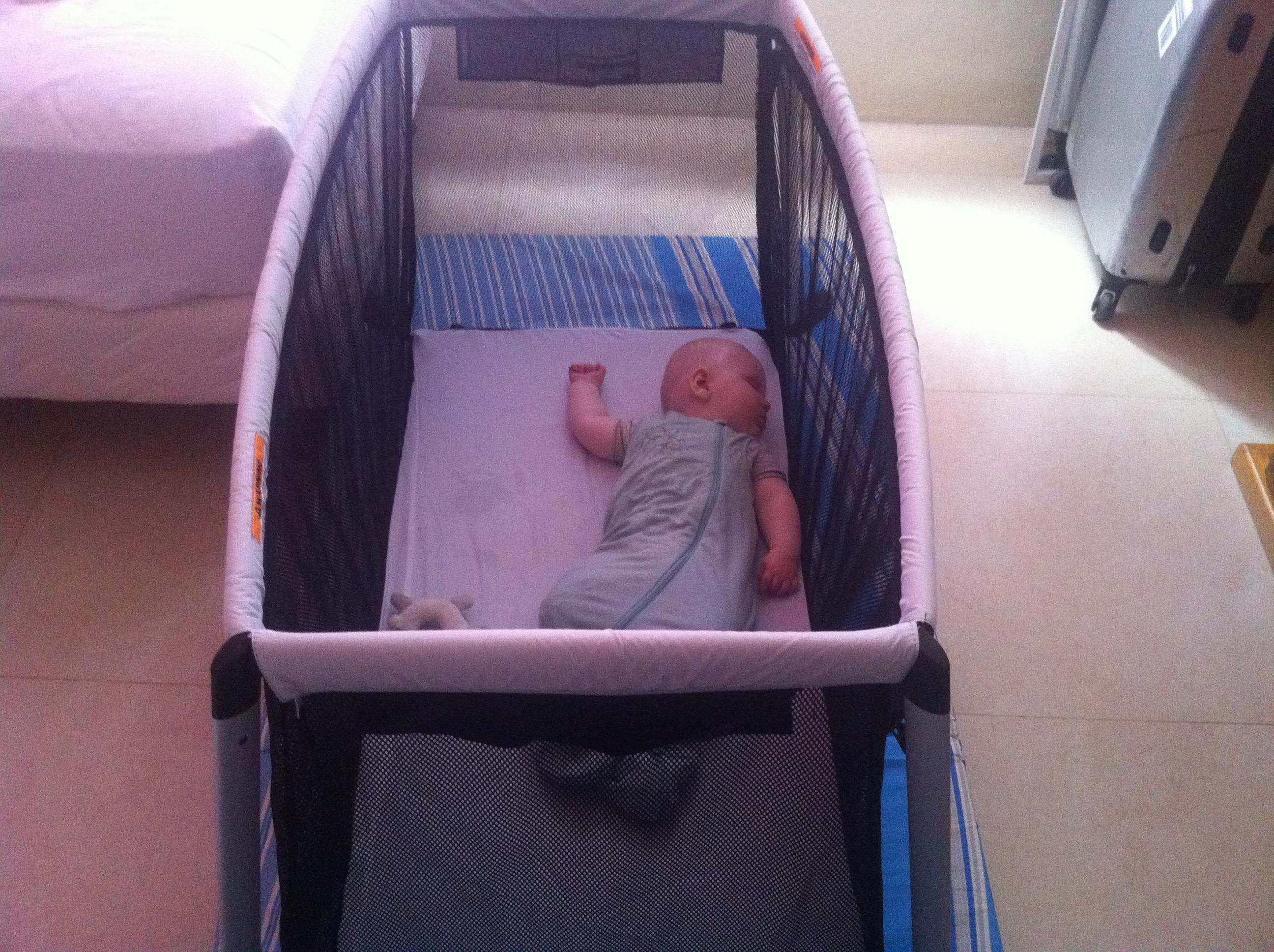 Spectacular Portable travel crib