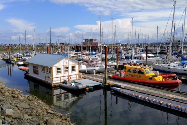 Seaplane flight in British Columbia, Comox Harbour