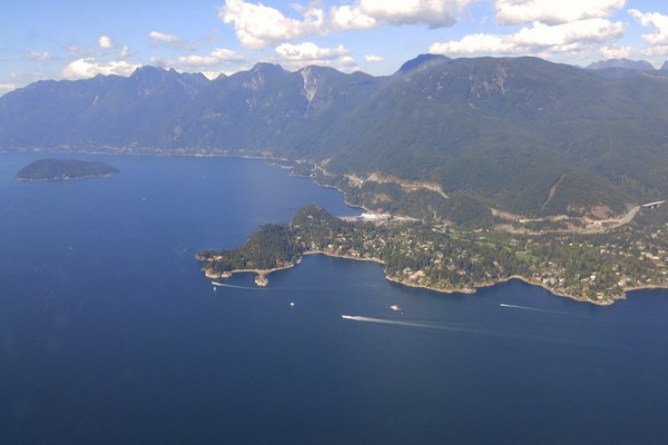 Seaplane flight in British Columbia, Howe Sound