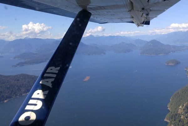 Seaplane flight in British Columbia, Howe Sound