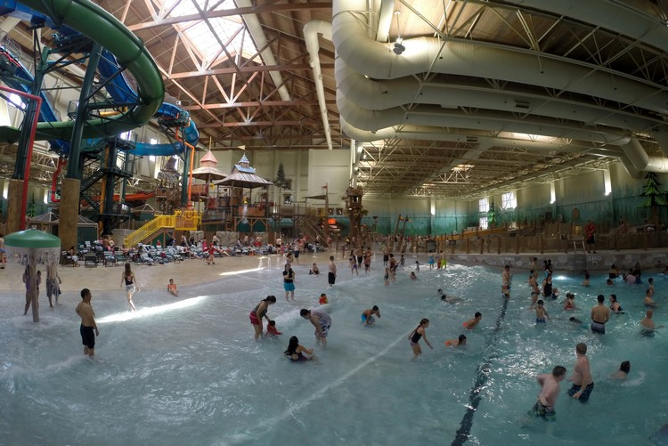wave pool, Great Wolf Lodge in Niagara Falls, Ontario, Canada