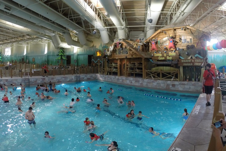 Great Wolf Lodge wave pool in Niagara Falls, Ontario, Canada
