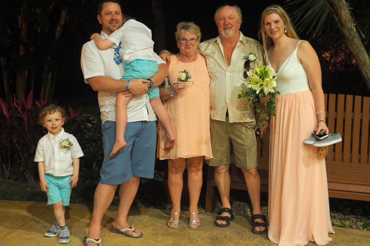 family, vow renewal, iberostar, mexico