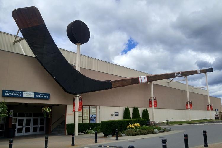Biggest hockey stick and puck, Duncan, British Columbia