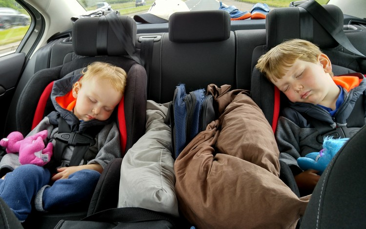 safety tips for your summer family road trips