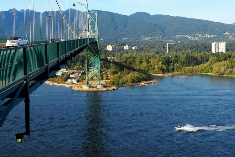 Lions Gate Bridge facing North Shore Mountains, Vancouver, British Columbia