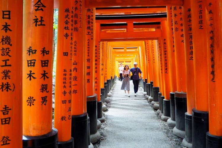 Fushimi Inari Shrine torii gates, photos of Kyoto Japan