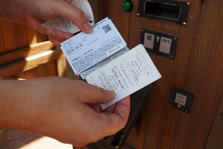 the fast pass ticket at tokyo disney resort