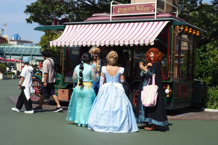 girls dressing up as Disney characters in Tokyo Disneyland
