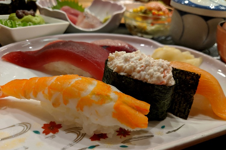 sushi in tokyo fish market