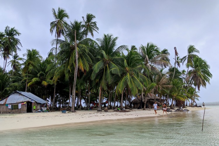 Yanis Island in San Blas Islands, Panama travel guide