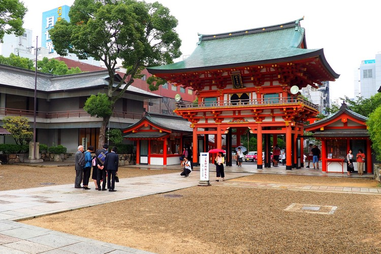 main gate at the entrance to Ikuta Shrine, things to do in Kobe Japan