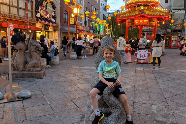 Kobe travel guide - the gazebo in Nankinmachi Square in Kobe Chinatown