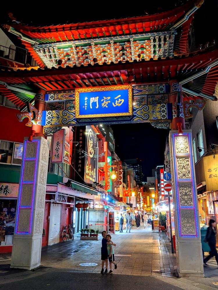ornate Seian-mon Gate in Nankin-machi Kobe Chinatown, night photo of big gate to Kobe Chinatown in Kobe, Japan