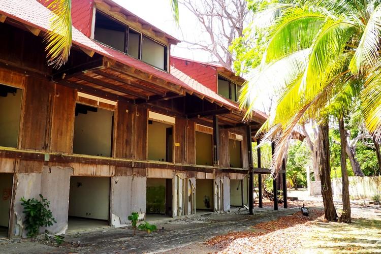 closed hotel on Isla Contadora, Panama travel guide