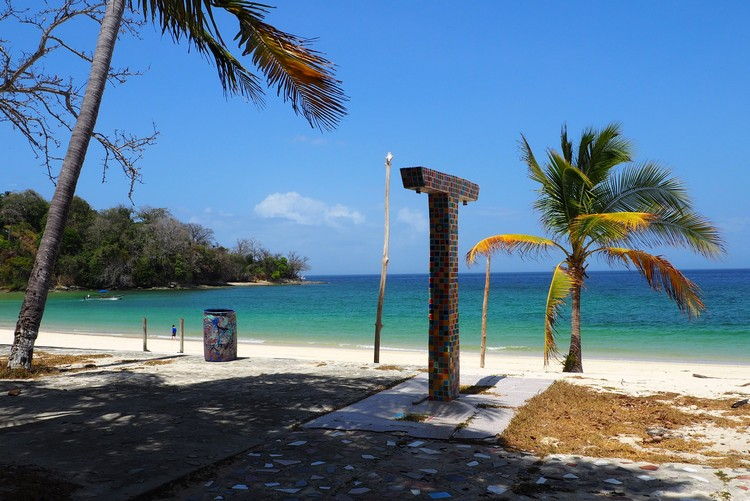 beach in front of abandoned hotel on Isla Contadora Panama