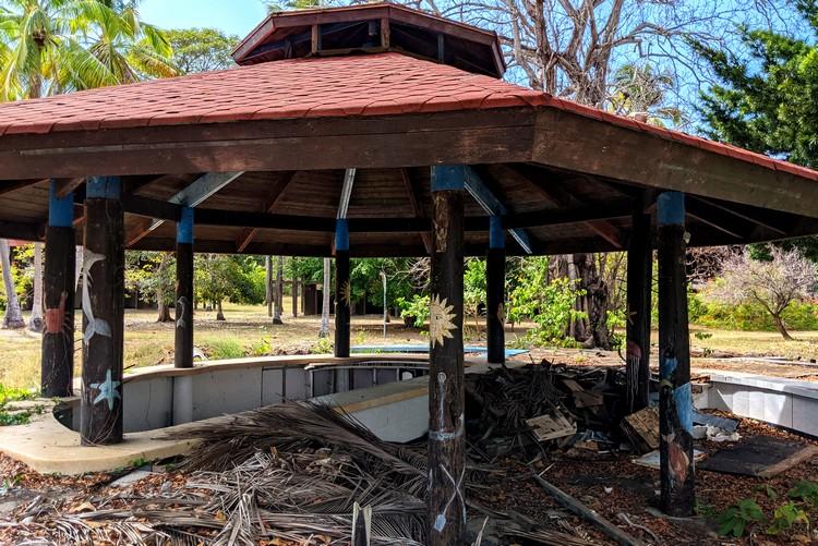 pool bar in ruins at hotel Isla Contadora Panama