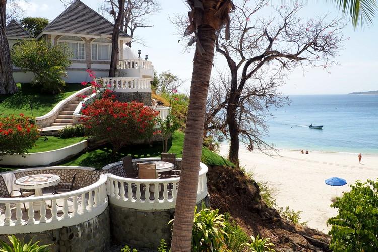 Hotel Mar y Oro beach, where to stay on Contadora Island Panama