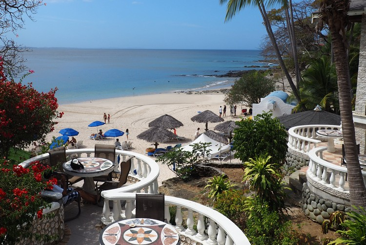 views of the beach from Hotel Mar y Oro on Contadora Island, Pearl Island hotels